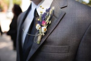 Button hole flowers, boutonnieres and corsages